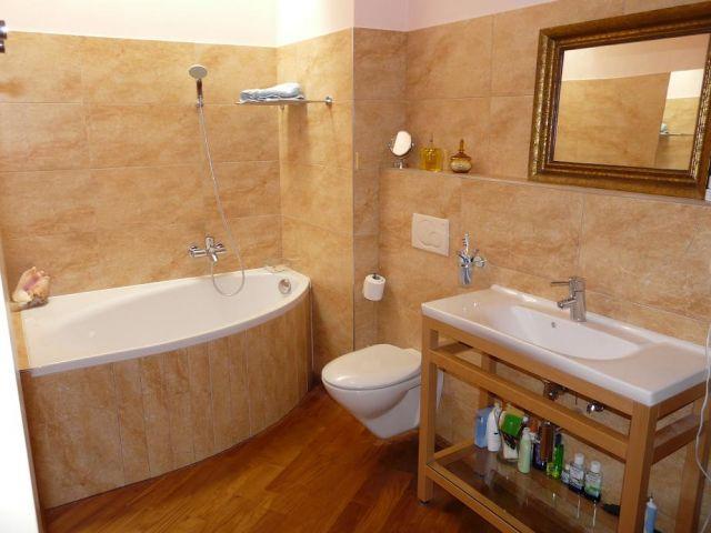 Badezimmer in Erdtönen, Foto (C) Lindsay Grant / flickr