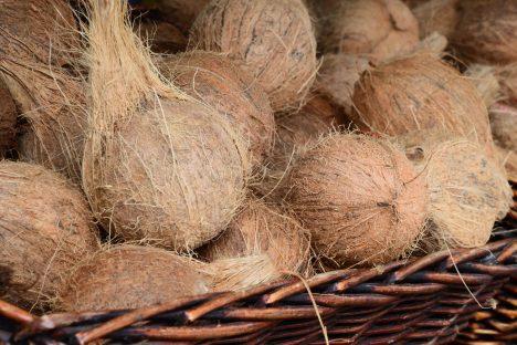 Kokosnüsse haben mehr Fett als Kohlenhydrate, Foto (C) Theo Crazzolara / flickr