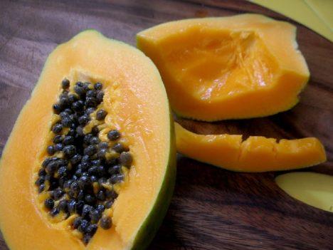 Papaya mit Kernen, Foto (C) Lara604 / flickr