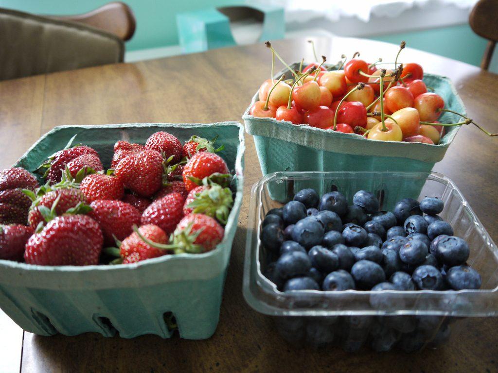 Obst isst man am besten, wenn es gerade Saison hat. Foto (C) SophieSchieli / flickr CC BY 2.0