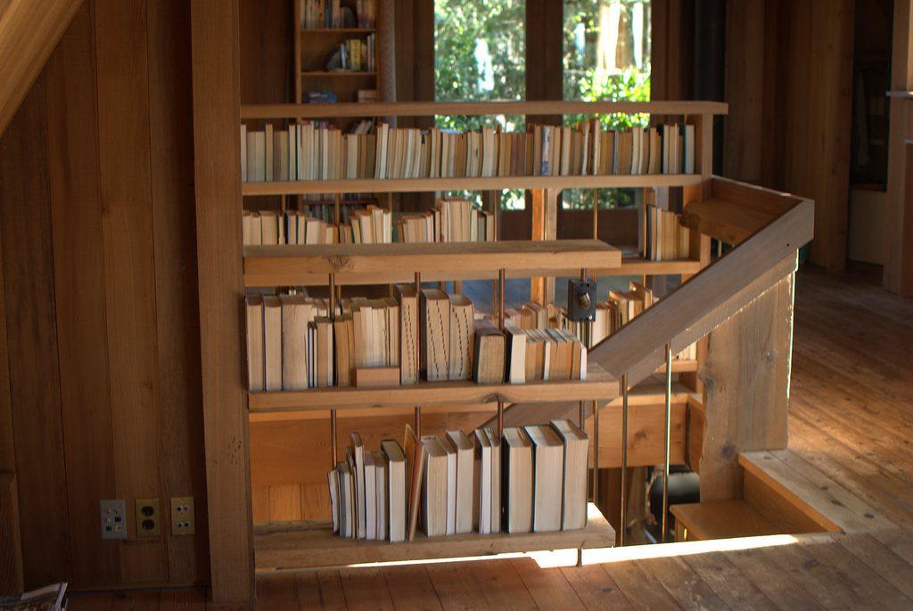 Die Treppe ist hier zugleich Buchregal, Foto (C) Nicolás Boullosa / flickr CC BY 2.0