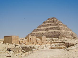In den Sarkophagen der Stufenpyramide von Sakkara wurden nicht nur heilige Stiere bestattet. Foto (C) zolakoma / flickr CC BY 2.0