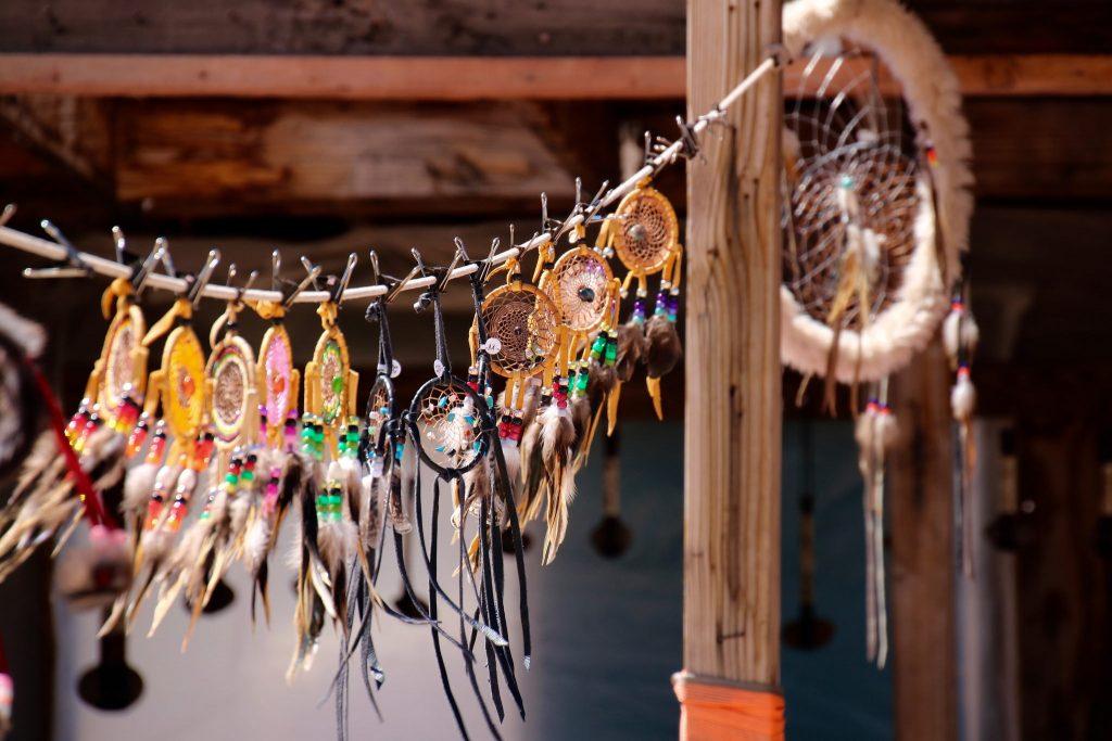 Ob ein Amulett positiv oder negativ wirkt, kommt ganz auf die Gestaltung an. Foto (C) Sabrina Ariana / flickr CC BY 2.0
