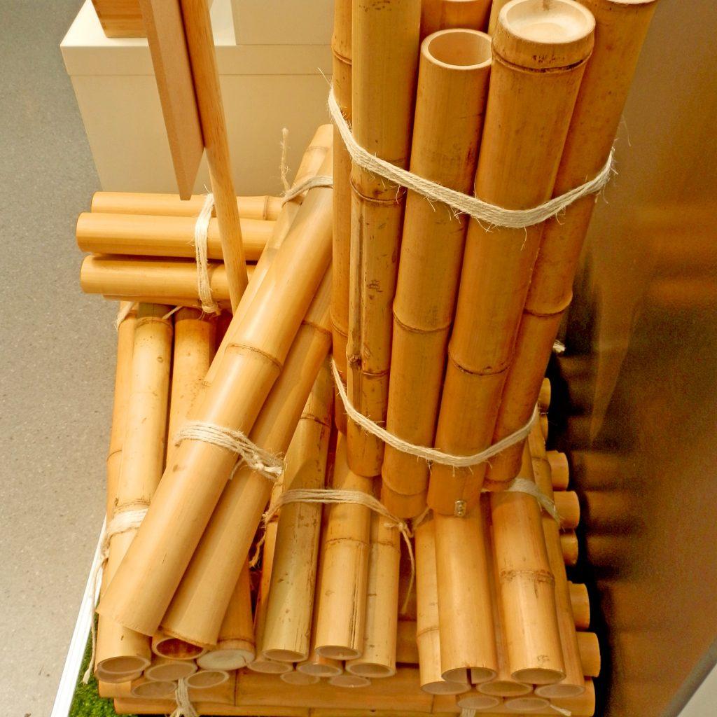 Für die Herstellung von Innenausbau-Platten werden nur die Wände der Rohre verwendet. Foto (C) Irmgard Brottrager