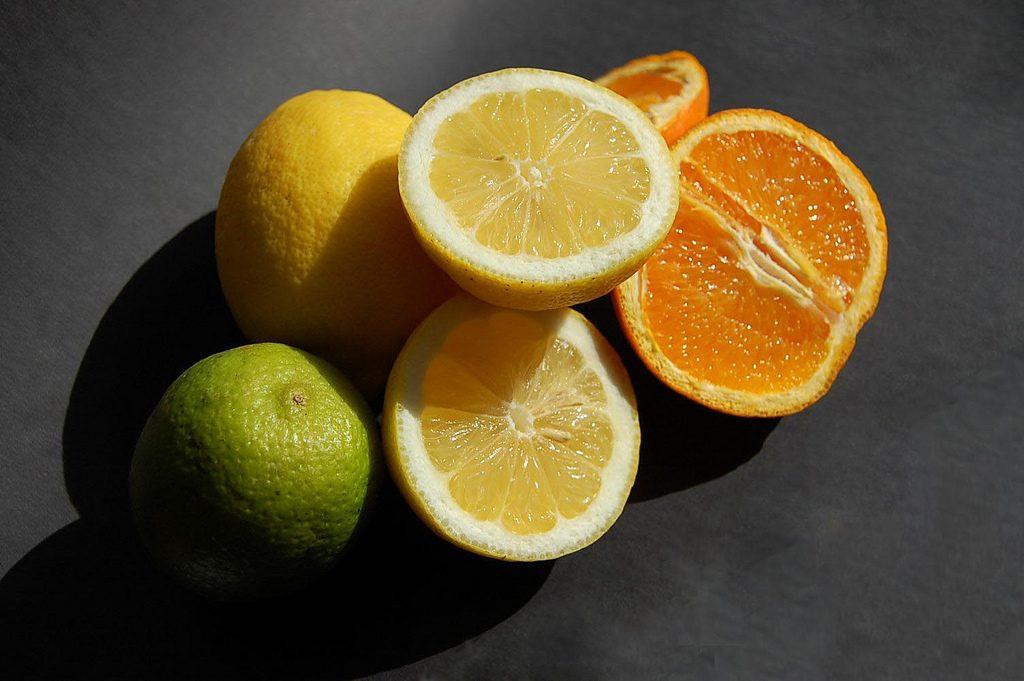 Zitrusfrüchte gehören zu den besten Durstlöschern. Foto (C) Robynlou Kavanagh / flickr CC BY 2.0