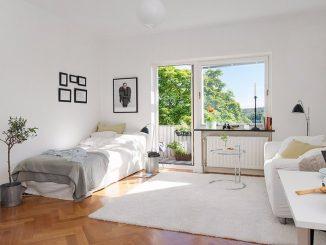 Skandinavisches Wohnzimmer: Helle Farben sorgen auch in der dunklen Jahreszeit für mehr Freundlichkeit in den Räumen.