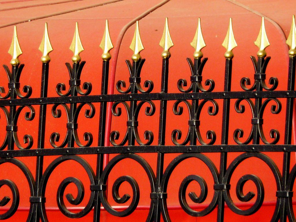 Diese offensichtlichen Pfeile zeigen in die Luft und sind daher nicht gefährlich. Foto (C) Zeev Barkan / flickr CC BY 2.0