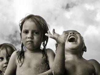 Die Lebensenergie von Kindern ist in jeder Stimmung ausdrucksstark. Foto (C) Taro Taylor / flickr CC BY 2.0