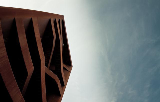 """Der """"rostige Nagel"""" oder """"Rusty Nail"""" ist eine berühmte, nadelförmige Landmarke aus rostendem Stahl. Foto (C) Marcus Pink / flickr CC BY 2.0"""