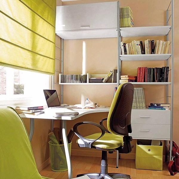 Obwohl dieser Arbeitsplatz aufgeräumt und organisiert aussieht, wirkt er nicht ruhig, weil die Sonne zu sehr blendet. Foto (C) nhadatvideo / flickr CC BY 2.0