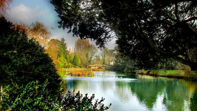 Romantische Brücke im Pittville Park, Cheltenham, GB. Foto (C) Julie anne Johnson / flickr CC BY 2.0