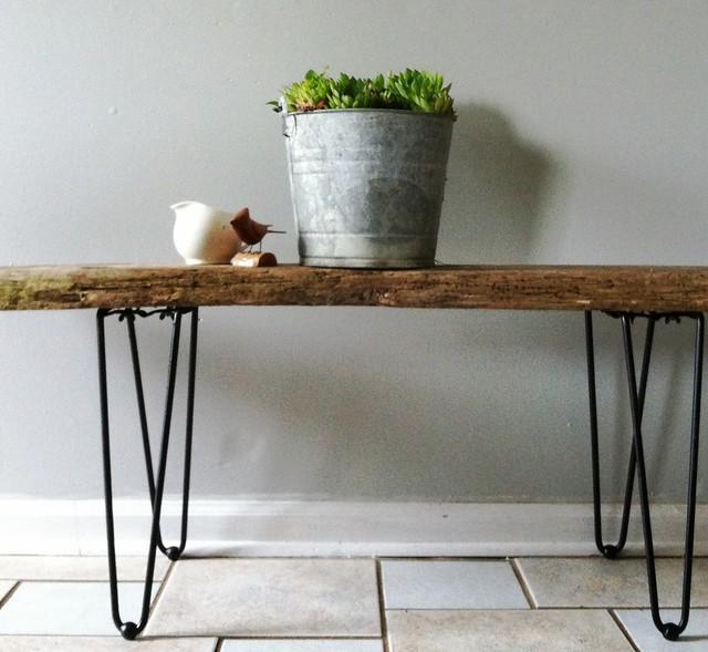 Tisch aus Schwemmhholz und Vintage-Beinen, Foto (C) eren {sea+prairie} / flickr CC BY 2.0