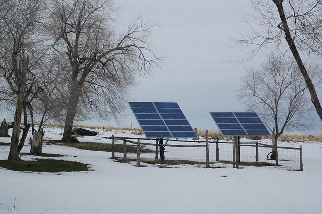 Effiziente Fotovoltaik-Anlagen liefern auch im Winter Strom. Sie könnten teilweise durch Horus-Anlagen ersetzt werden, auf denen kein Schnee liegen bleibt. Foto: JimKelly / flickr CC By 2.0