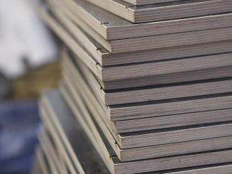 Braune Siebdruckplatten, Foto: Gerold Schneider / flickr CC BY 2.0