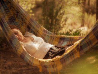 Entspannter Schlaf in natürlicher Umgebung
