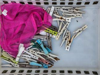 Wäscheklammern gibt es auch aus Holz und Nirosta. Foto: Finn Terman Frederiksan / flickr CC BY 2.0