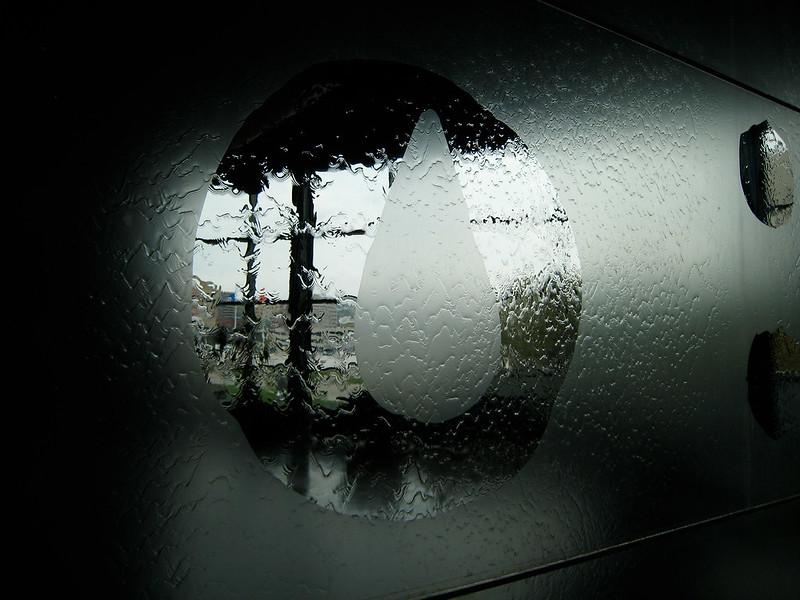 Opakglas ist durchscheinend, aber nicht durchsichtig. Foto: Sharon Mollerus / flickr CC BY 2.0