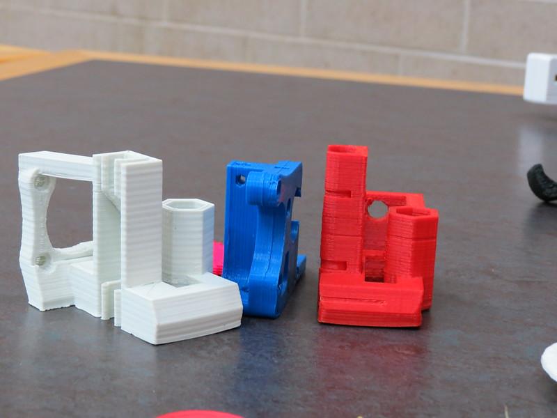 Typisch für den 3D-Druck ist die gerillte Struktur, die durch das Auftragen der Schichten entsteht. (C) college.library  / flickr CC BY 2.0
