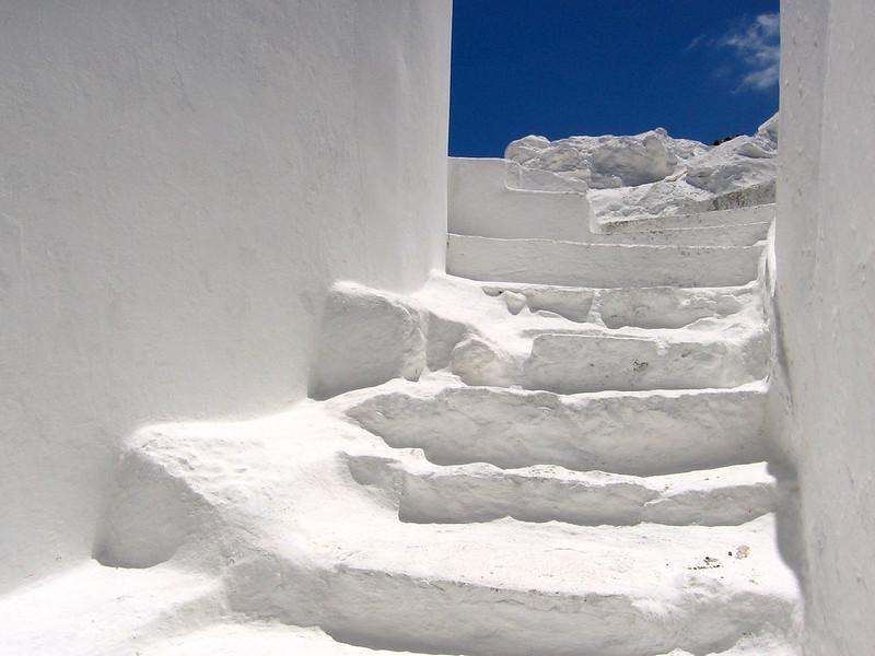 Stufen in Ponza als Sinnbild für den Weg ins Licht. Foto: Camil Demetrescu / flickr CC BY 2.0